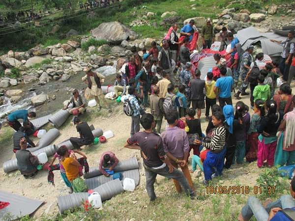 Verteilung von Hilfsgütern in Hagam
