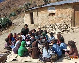 Schulkinder in Westnepal